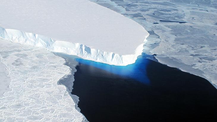 730_nasa-icebridge-thwaites-glacier-calving.png