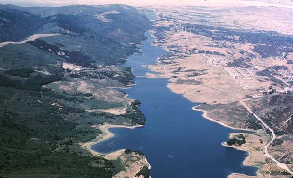 California's Crystal Springs Reservoir follows the San Andreas Fault south of San Francisco. Water fills a rift valley that developed at this part of the fault. Credit: Robert E. Wallace/U.S. Geological Survey