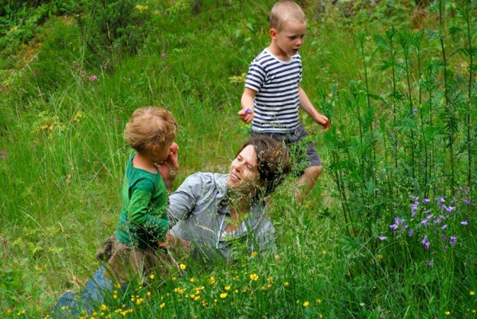 Children who spend time outdoors are less likely when they are older to have high levels of the antibodies common in people with allergies. Microbes from the environment may teach the immune system what is safe to ignore. Credit: Courtesy of Tari Haahtela