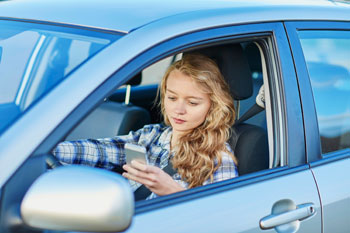 teen texting car
