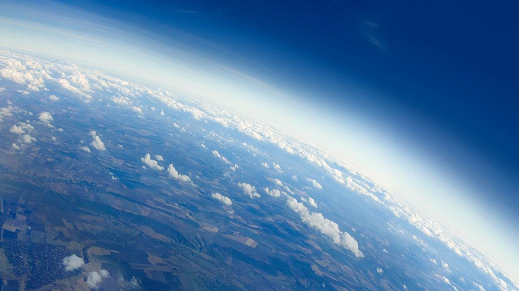 https://www.sciencenewsforstudents.org/wp-content/uploads/2020/11/1030_Earth_atmosphere_explainer.jpg