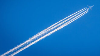 A new catalyst turns greenhouse gas into jet fuel