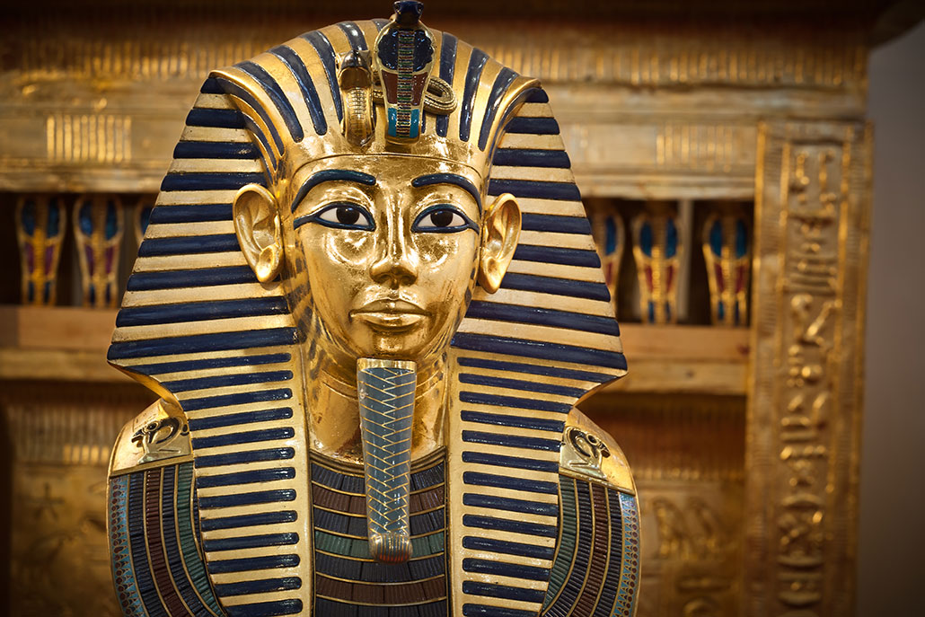 a photo of King Tutankhamun's gold coffin